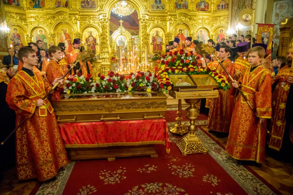 Изнесенные святые мощи священномученика Александра Флегинского