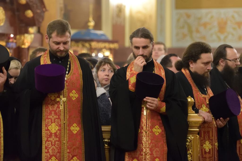 Во время торжественного всещного бдения. Священник Андрей Небавский и священник Максим Ханов